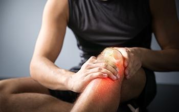 Common Causes & Symptoms of Knee Pain